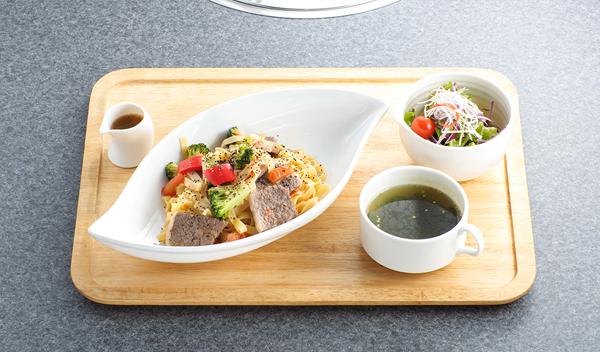 近江牛と野菜の塩パスタ